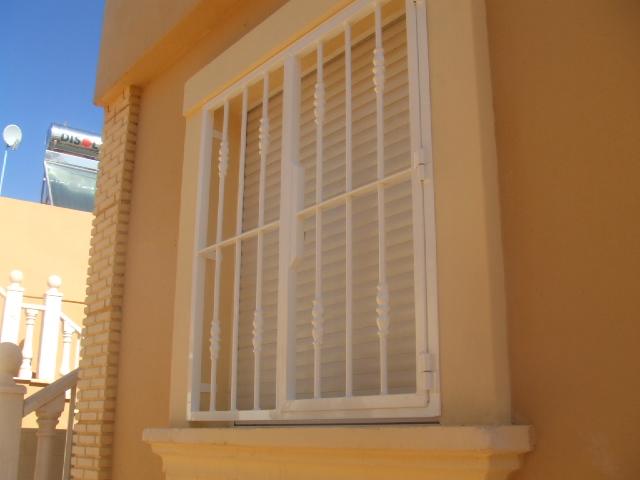 Inferriate e grate di sicurezza milano fabbro urgente - Grate alle finestre ...