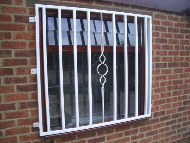Inferriate e grate di sicurezza milano fabbro urgente - Grate per finestre ...