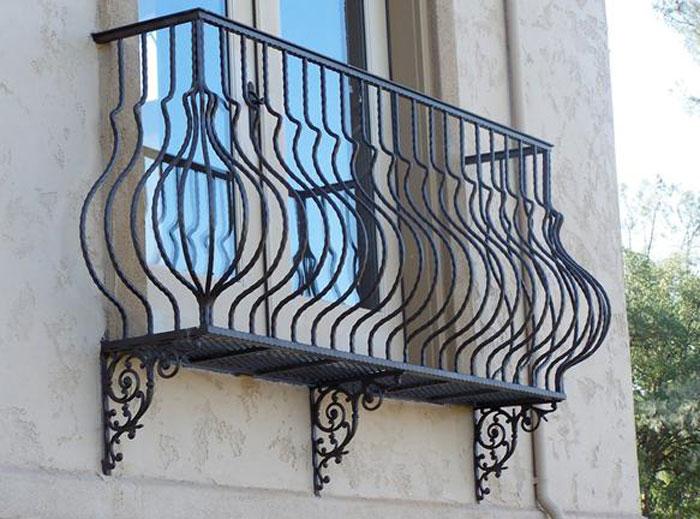 Ringhiere e parapetti in ferro battuto milano fabbro - Ringhiere in ferro battuto per balconi esterni ...